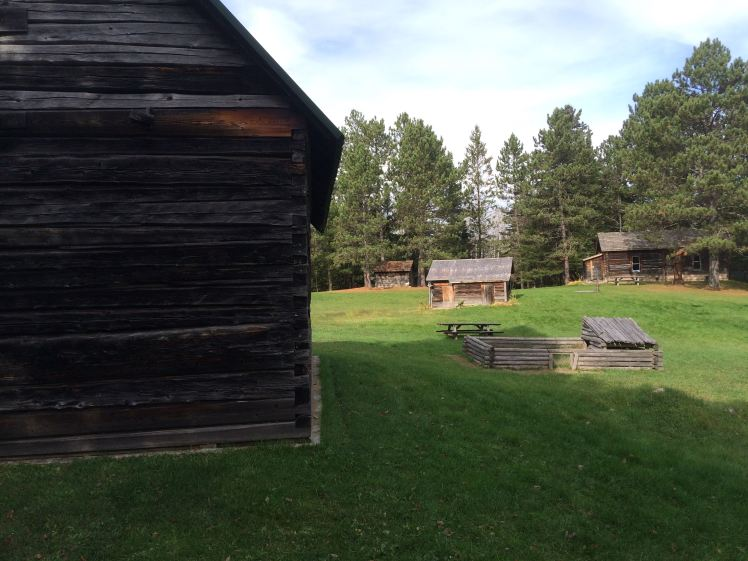 eli-barn-in-foreground-residence-in-distance